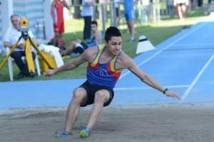Andrea Mazzanti in caduta nel salto triplo