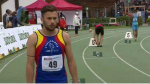 Davide Bernabei alla partenza della finale dei 400 piani junior